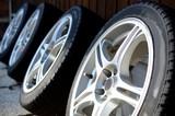 車のタイヤ - 123917940