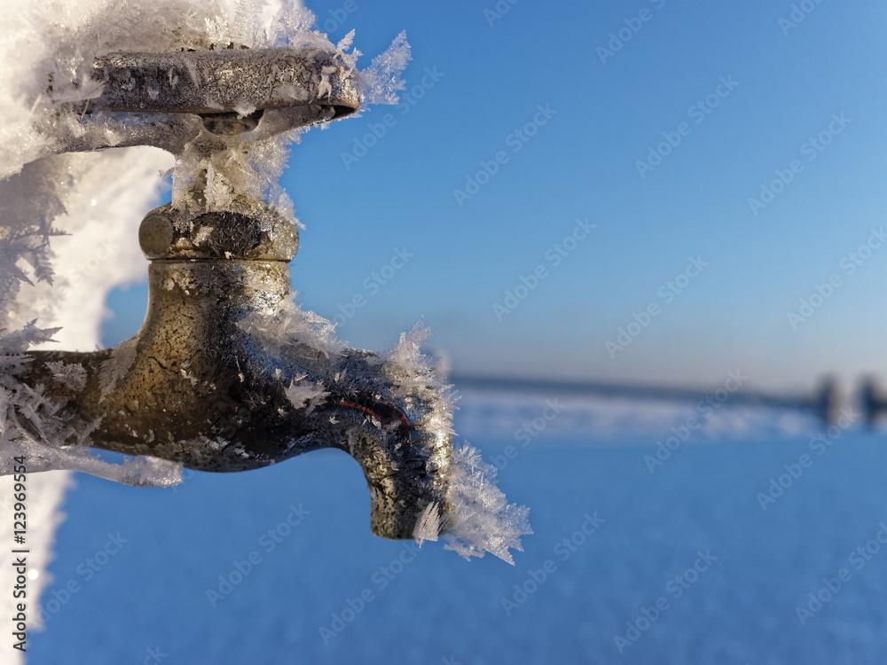 凍った蛇口