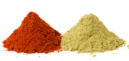 Rotes und grünes Paprikapulver