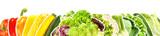 Gemüse und Salat in einer Reihe