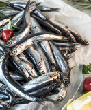 acciughe fresche, ingrediente tipico della cucina italiana, vista dallalato taglio ravvicinato