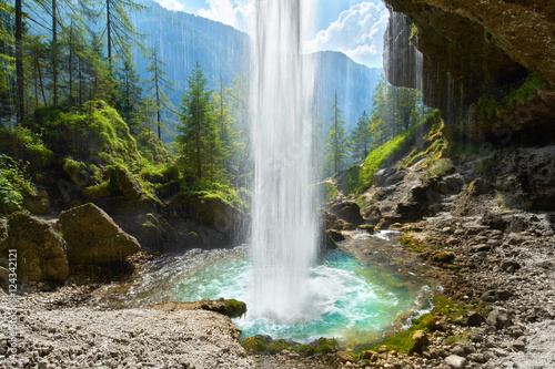 hinter dem Wasserfall, Blick ins Tal - 124342121