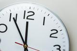 Fünf Minuten vor Zwölf Uhr - 124419754