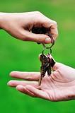 Entrega de llaves de una casa