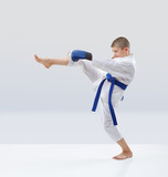 Blow leg forward beats athlete in karategi