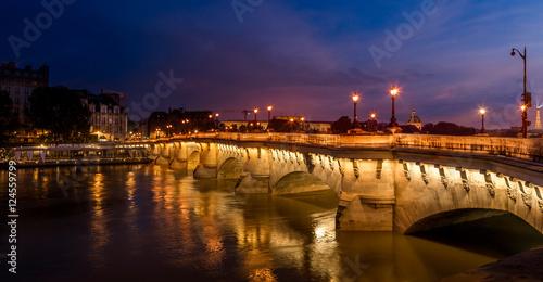 most-paryza-w-nocy