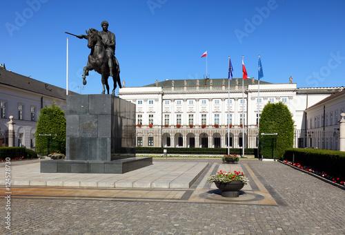 Zdjęcia na płótnie, fototapety na wymiar, obrazy na ścianę : Warsaw, Poland - August 26, 2016: View of the facade of the Pres