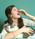 allergyc to cats teen girl sniffing with cat