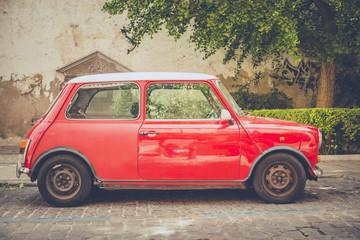Mini czerwony samochód retro na wymiar