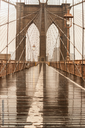 Deurstickers Brooklyn Bridge Brooklyn Bridge with no people on a rainy day