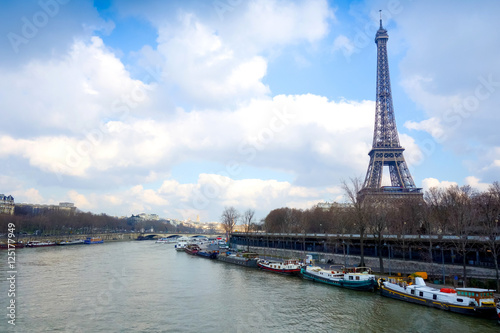 Poster PARIS, FRANCE - February 25, 2016 : Eiffel Tower, nickname La da