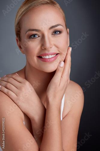Leinwanddruck Bild Portrait of beautiful maturity woman