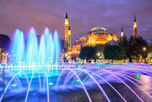 Poster Hagia Sophia illuminated at evening, Istanbul, Turkey