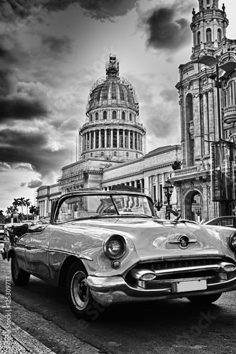 Poster Havana Black and white image of Havana street with vintage car and Capi
