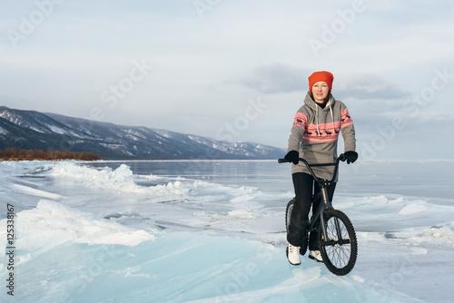 Deurstickers Girl on a bmx on ice.