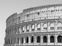 photo noir et blanc du grand Colisée à Rome dans le style rétro