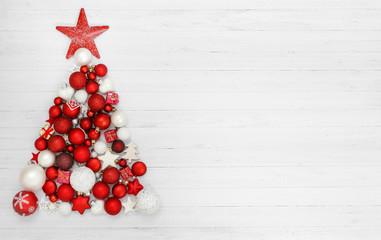 Weihnachten / Weihnachtsbaum aus Kugeln