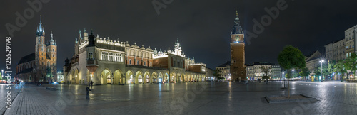 Aluminium Krakau Long exposure wide panoramic view of the market square in the center of the old town of Krakow, Poland.