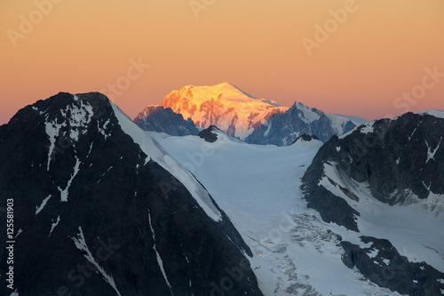 Valokuva Sunrise on Mont Blanc