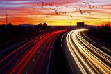 trafico en la carretera por la noche