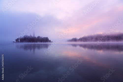 Aluminium Purper Misty morning in lake Bled