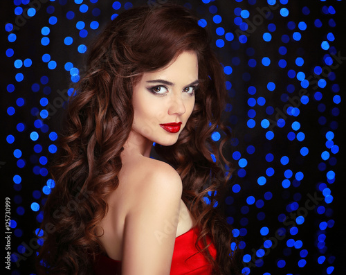 Poster Beautiful Brunette girl with long shiny hair. Elegant lady with