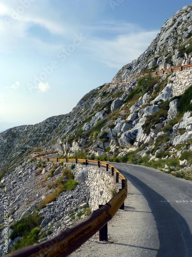 Straße im Nationalpark Biokovo - 125756783
