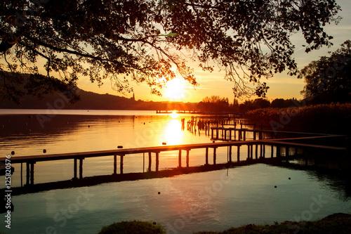 Coucher de soleil sur le lac d'Annecy Poster