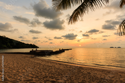 Foto op Canvas Zee zonsondergang Stone bridge in front of sunset background at Koh Chang Island T