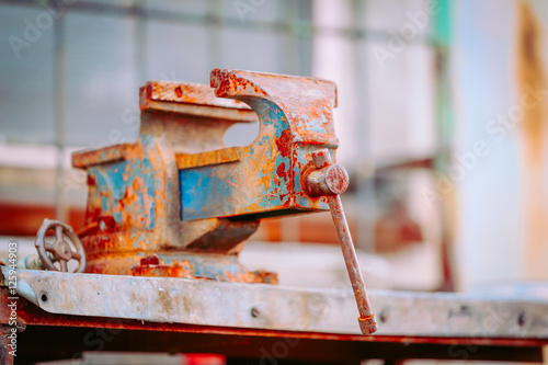 Poster The rusted vice / vintage.