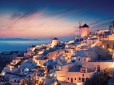 Amazing sunset view with white houses in Oia village on Santorini island in Greece. - 125968746