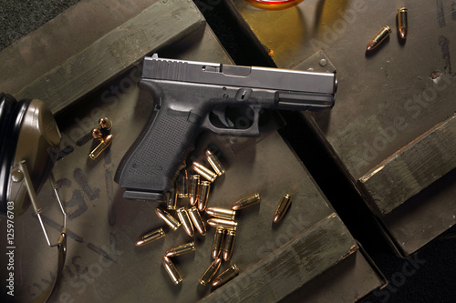 Pistolet Glock, broń  ostra