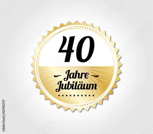 Gamesageddon 40 Jahre Jubilaum Modern Gold Lizenzfreie Fotos