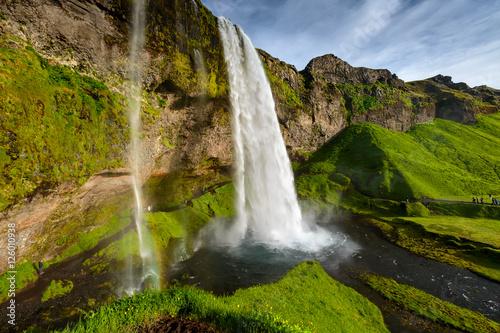 seljalandsfoss-jeden-z-najslynniejszych-islandzkich-wa
