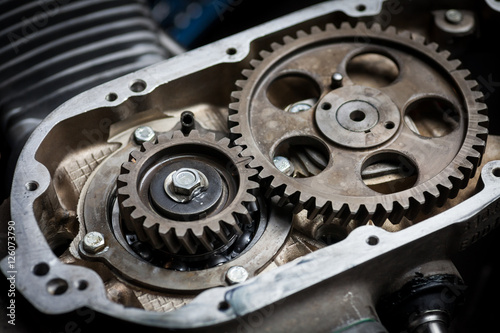 Poster Timing sprockets in boxer engine