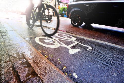 Poster Bike lane in rain and traffic