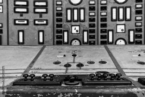 Papiers peints Les vieux bâtiments abandonnés Old Control panel