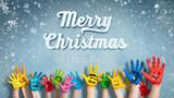 viele angemalte Kinderhände mit Smileys vor Winter-Hintergrund mit