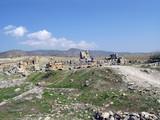 Руины на плато древнего Иераполиса. Турция