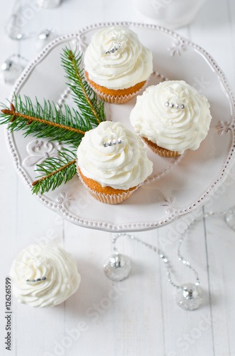 Poster Christmas cupcakes with cream cheese