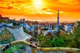Widok miasta od Parku Guell w Barcelonie, w Hiszpanii