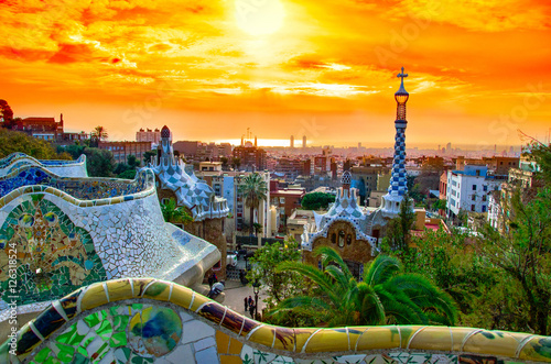 Póster View of the city from Park Guell in Barcelona, Spain