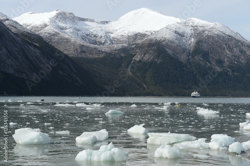 Papiers peints Antarctique Pia glacier on the archipelago of Tierra del Fuego.