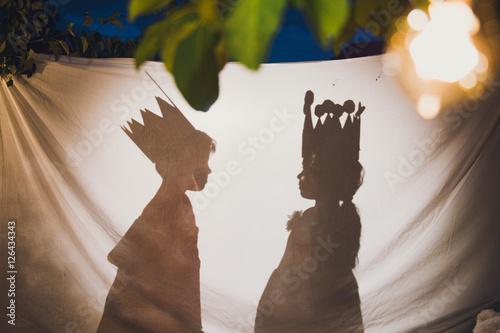 мальчик и девочка в театре теней Poster