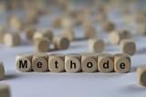 Methode - Holzwürfel mit Buchstaben