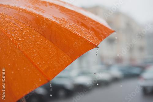 Juliste Rain on umbrella