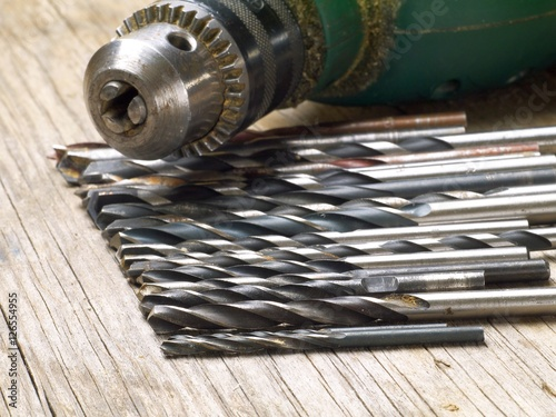 Poster drill bits set and keyed chuck, shallow depth of filed