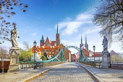 Zdjęcia na płótnie, fototapety na wymiar, obrazy na ścianę : Bridge to Tumski (Cathedral) Island in Wroclaw, Poland