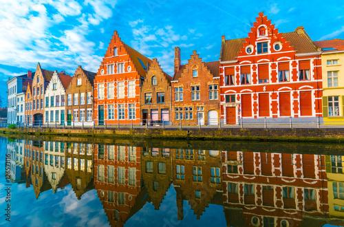 Papiers peints Bruges Medieval buildings along a canal in Bruges, Belgium