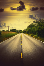 Louisiana autoroute 82 paysage routier rural avec une voiture et les nuages